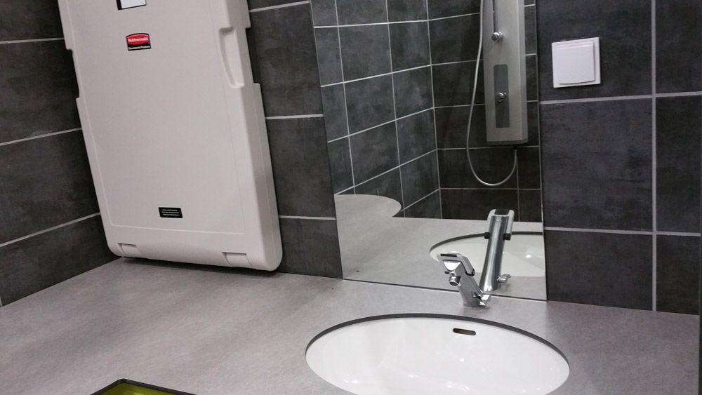 Cabine de douche et nurserie PMR